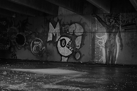 Head and figure graffiti (darker)